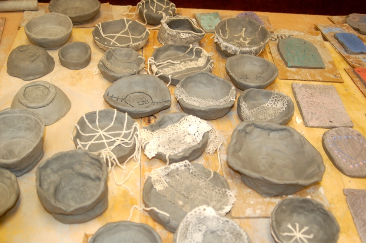 Pinch pots with texture materials...